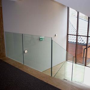 Szklana balustrada schody