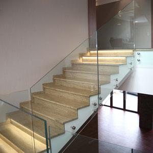 Balustrada szklana wewnętrzna schody